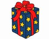 Cadeau enveloppé dans du papier à étoiles