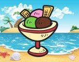 Tasse avec trois boules de crème glacée