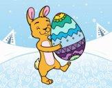 Lapin avec un énorme oeuf de Pâques